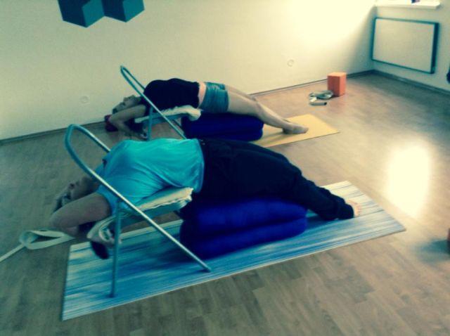 pomůcky Iyengar jóga
