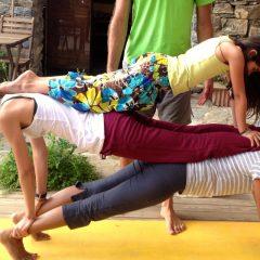 acro-yoga-kids-camp
