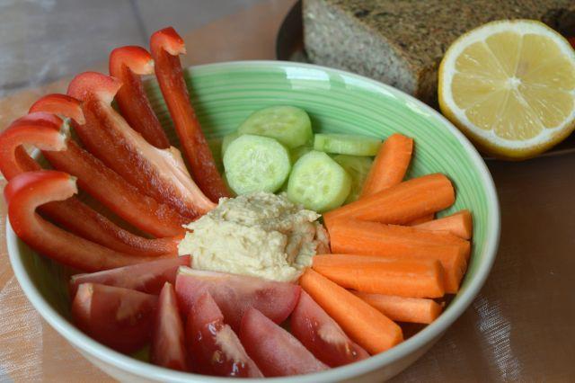 hummus-se-zeleninou